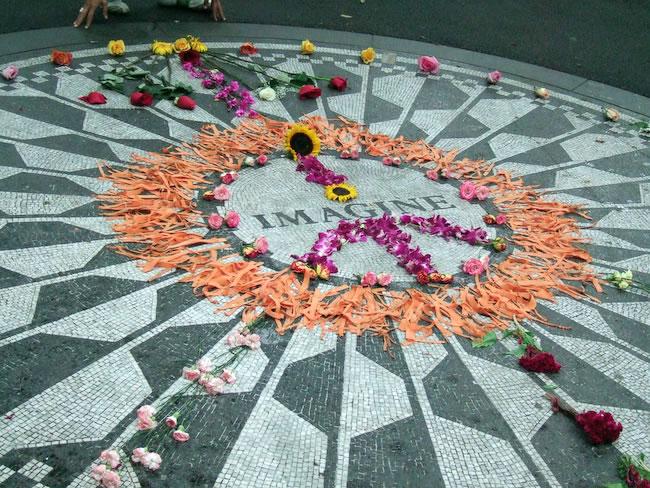 IMAGINE; memorial mosaic, John Lennon, Strawberry Fields, Central Park; New York, 2007