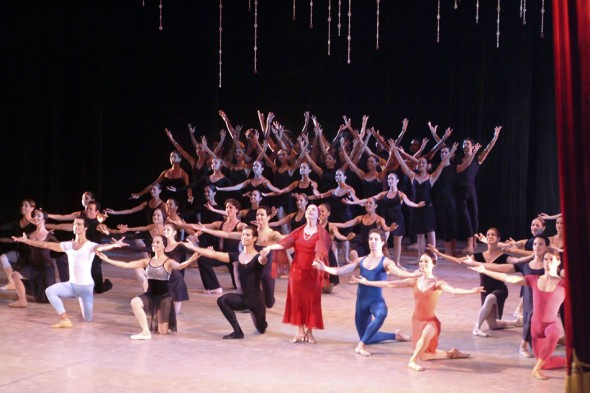 Alicia Alonso and Ballet Nacional du Cuba, Defile opening Festival Internacional de Ballet de La Habana, 2004